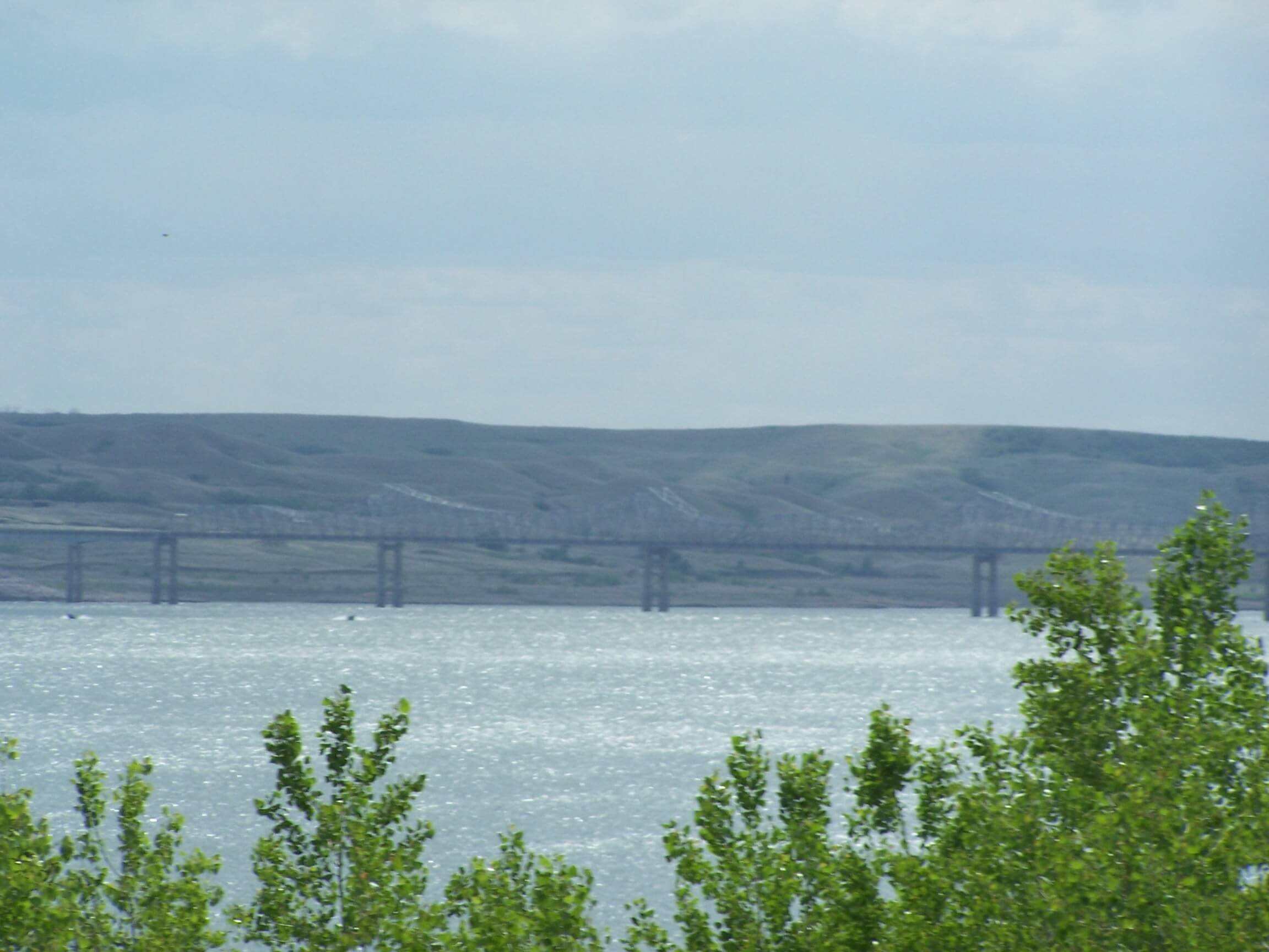 South dakota lakes oahe bridgeoahe bridge south dakota for Missouri river fishing report south dakota